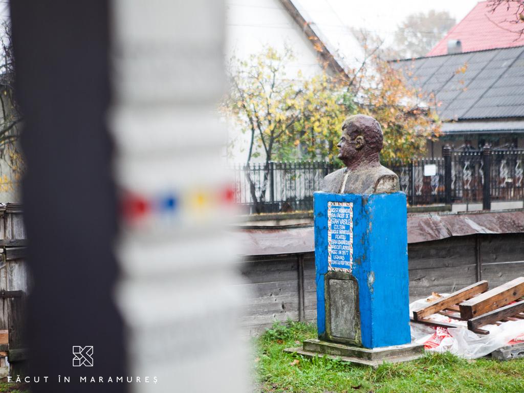 Bustul lui Ion Stan Pătraș, creatorul Cimitirului Vesel din Săpânța
